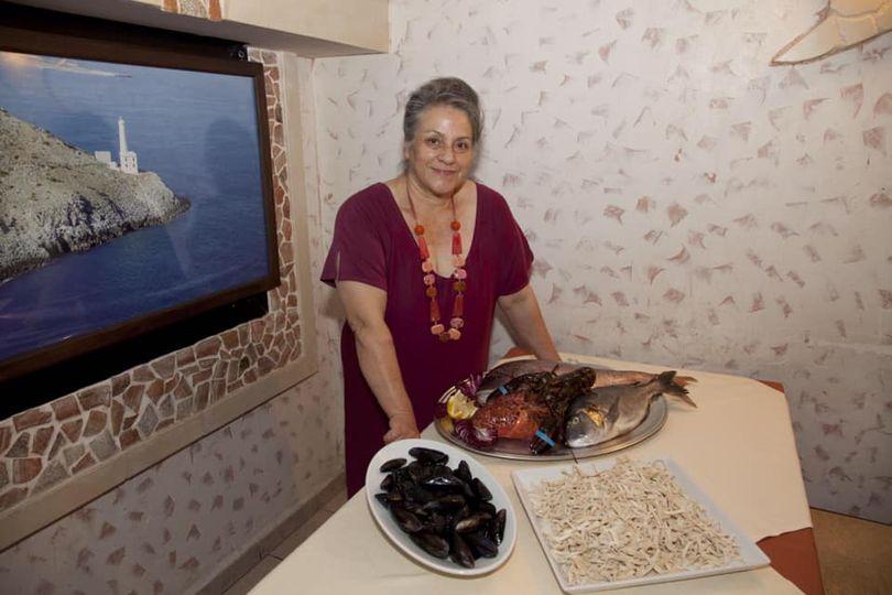 Eccoci!!!! 😍  La Cucina di Nonna Tina con il suo staff è pronta per ripartire!!! 💪🏻  Abbiamo adottato tutte le nuove disposizioni per mettere in sicurezza voi e noi. ✅  Ripartiamo da dove ci eravamo fermati il 10 marzo, con la voglia e la forza di fare il massimo delle nostre possibilità per far sì che la vostra visita sia un momento di relax e di piacere. 🥂  Da oggi saremo aperti a pranzo e a cena. 🍽  Vi aspettiamo!❤️  Nonna Tina e il suo staff.👩🏻🍳