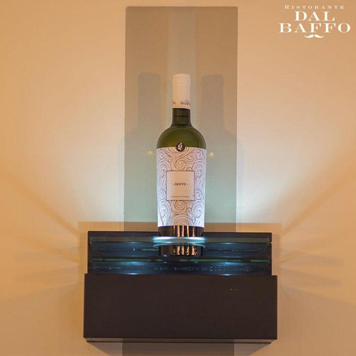 Amiamo talmente tanto il vino da renderlo un elemento del nostro arredamento...🍷