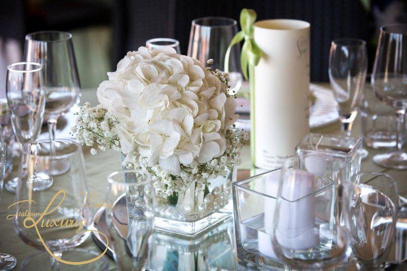 Crystals and delicate white flowers #weddingdecorations #decorations #luxurywedding