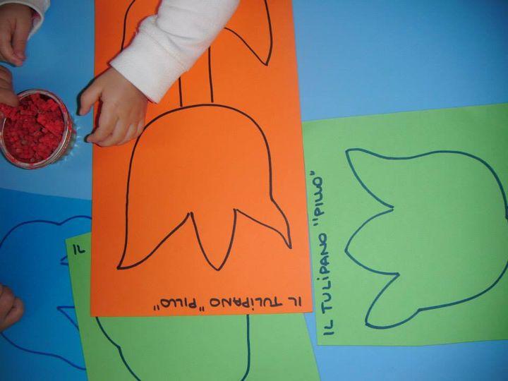 """ARTISTI IN ERBA / PERCHE'- coloriamo il nostro amico tulipano """"Pillo"""" con la pasta colorata"""
