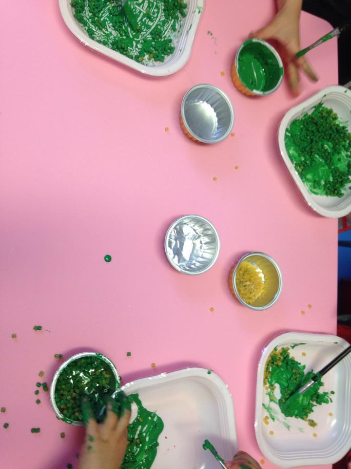 Oggi la nostra amica Lalla ha fatto colorare con la tempera la pastina esplorata mercoledì !!! Qualcosa ci dice,però, che l'attività non finisce qui!!! 😜😜😜😜