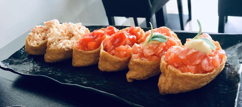 Buongiorno dal Sui Generis 🇯🇵 Inarizushi special polpa d'astice, salmone piccante e salmone sfiammato 🍣🥢 Vi aspettiamo!