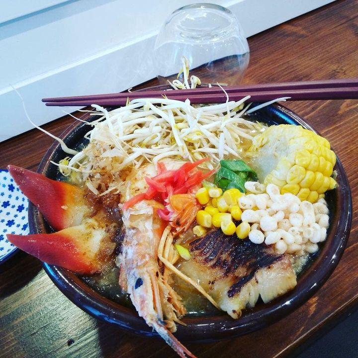 Vi aspettiamo in questa fredda serata per gustare un bel ramen caldo 😋🥢!  🍜 Umi Ramen (ramen di pesce) potete anche guastarlo di carne o vegetariano.