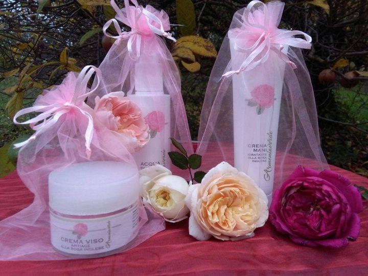 Kit di cosmetici alle rose crema viso, crema mani e acqua
