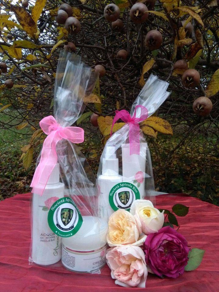 Kit regalo di cosmetici alle rose