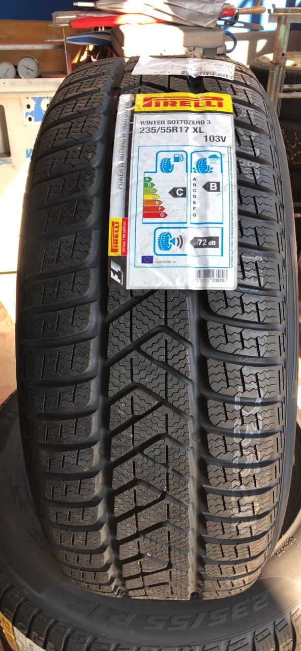 Qui da noi puoi prenotare gli pneumatici invernali o. 4 stagioni affrettati per avere prezzi migliori