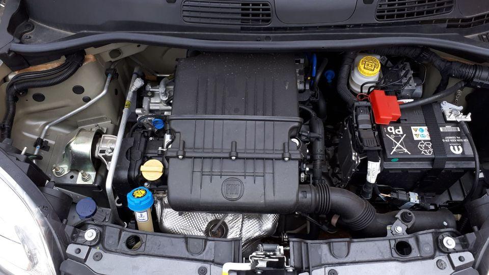 Fiat Panda Easy 1.2 69 CV solo 7400 km. Euro 8.200,00 + p.p.!