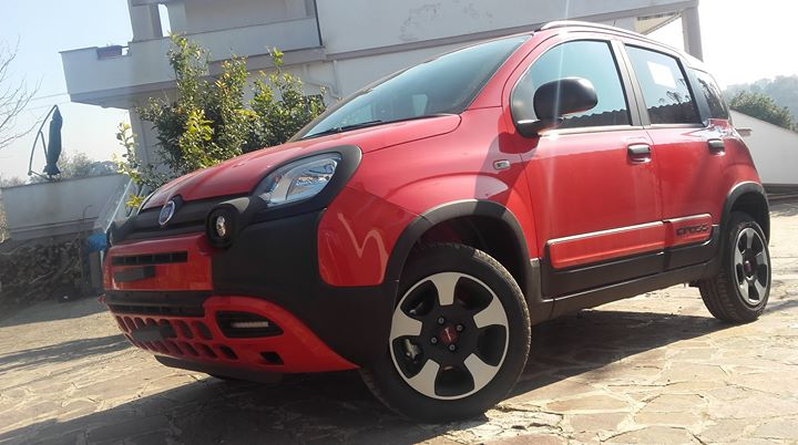 Panda City-Cross 1.2 69CV S&S, EURO 6d, a km. 0, italiana, ad Euro 11.900,00! Il SUV cittadino di Fiat. Audace, colorata, tecnologica.