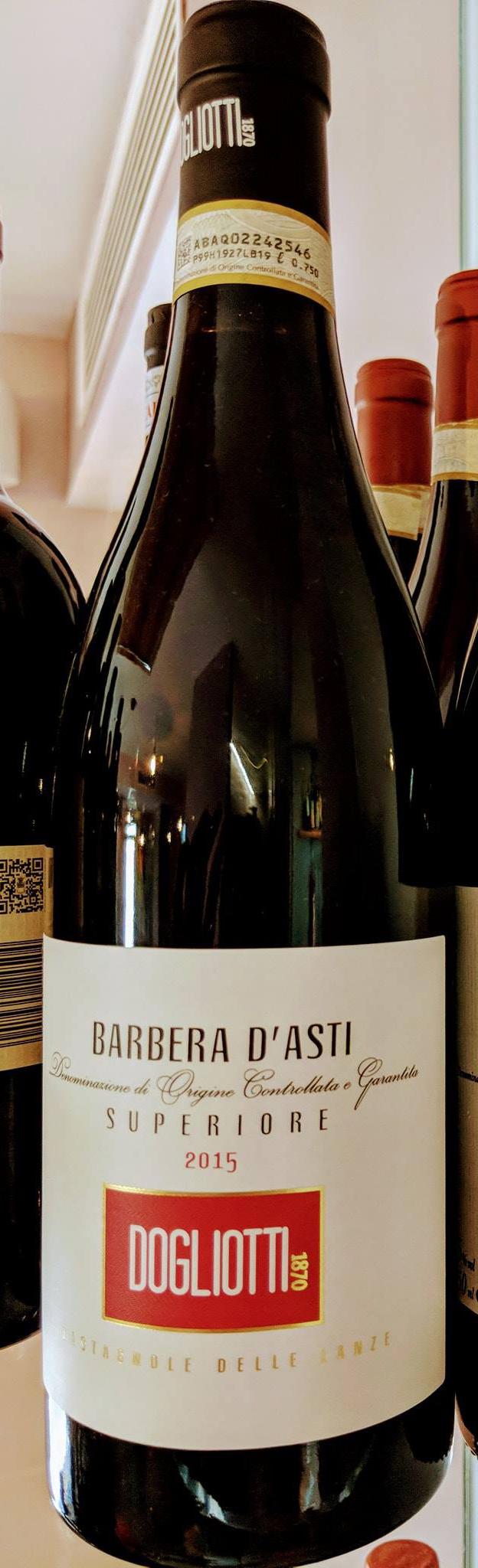 Immagine che contiene bottiglia, interni, vino, alcoolDescrizione generata automaticamente