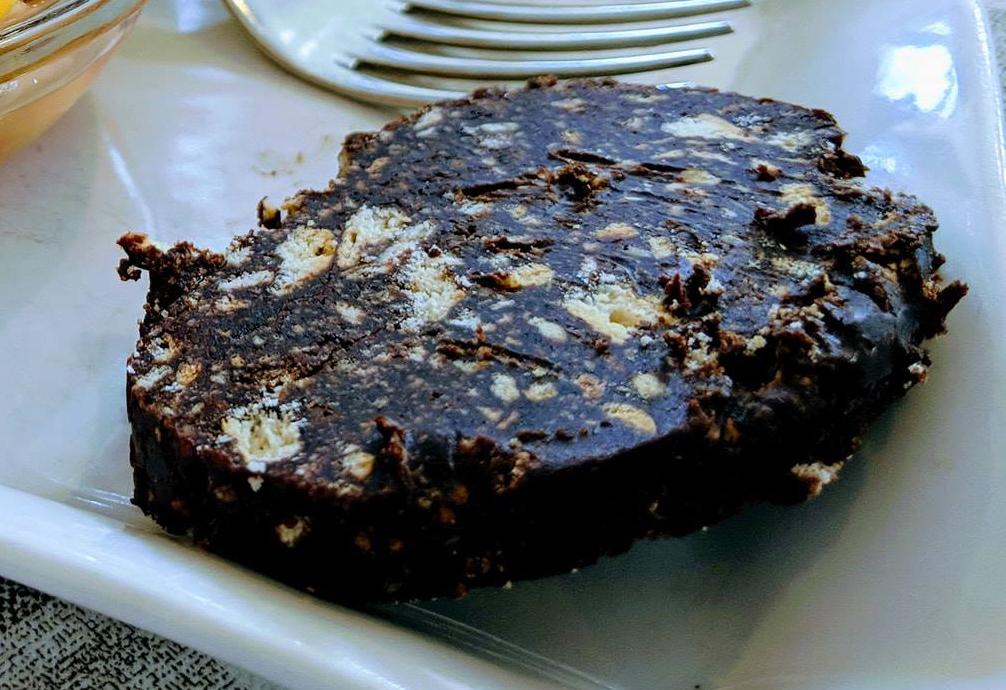 Immagine che contiene torta, piatto, tavolo, ciboDescrizione generata automaticamente
