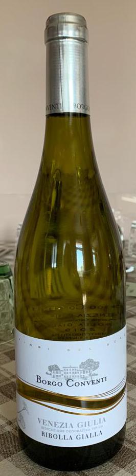 Immagine che contiene bottiglia, vino, tavolo, interniDescrizione generata automaticamente